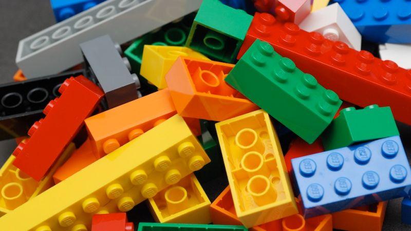 レゴ®ブロックを「洗濯機で回す」と生命の神秘が生まれるという研究