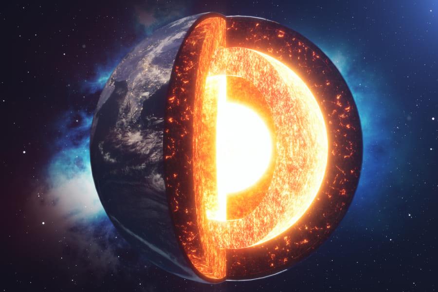 地球コアの表面では「鉄の結晶」が雪のように降り積もっている