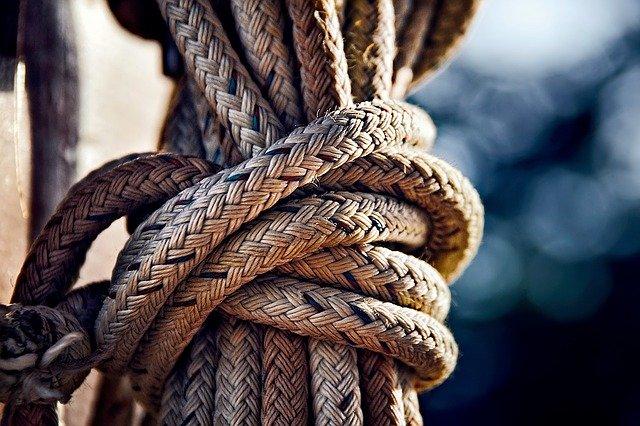 本結びと縦結びはどっちが強い?「圧力で色が変わる繊維」によって科学的に解明!