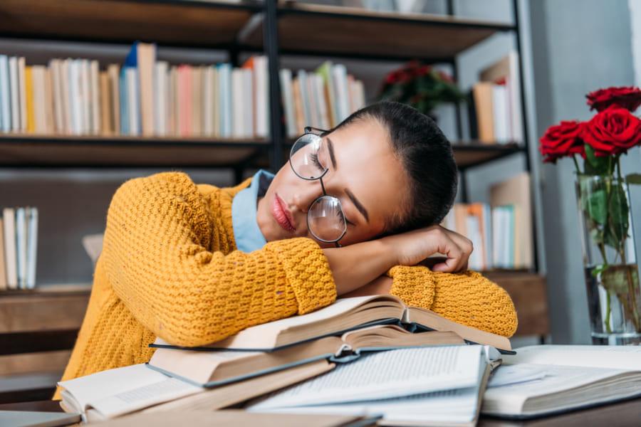 勉強中と睡眠中の「匂い」が学習効率を向上させる