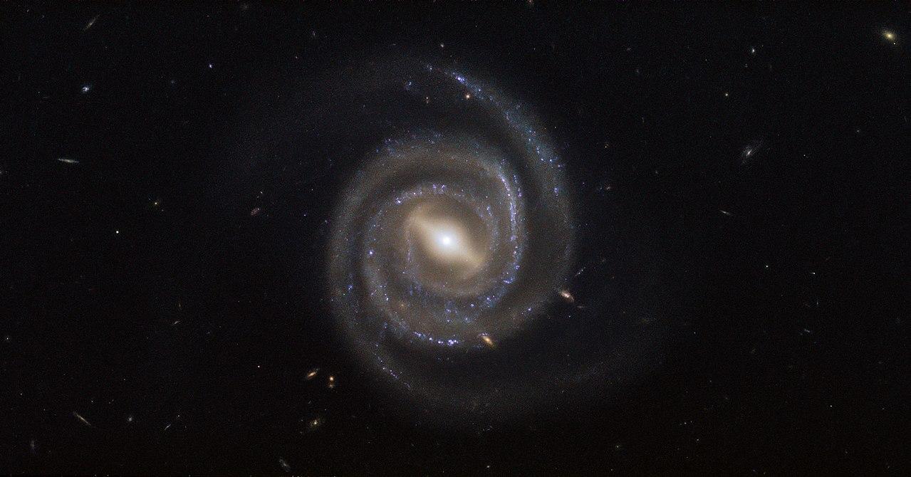 まっすぐ地球に向かってジェット放射する超古代の大質量ブラックホールの謎の画像 2/4