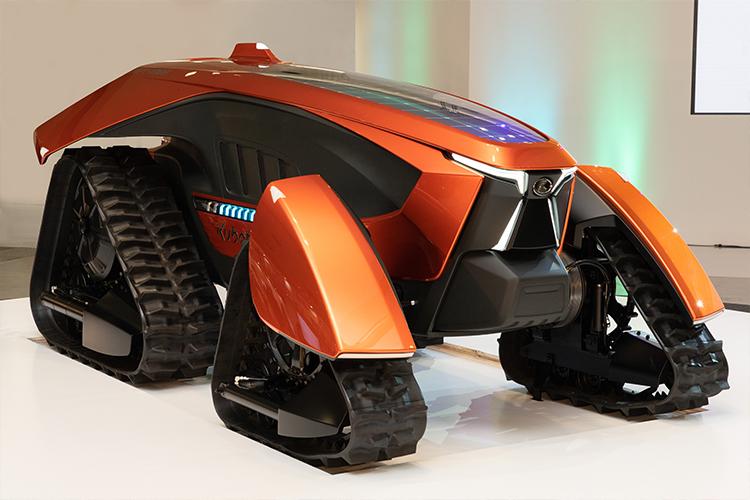 SFロボみたいな「農業用トラクター」が登場!ドローンと連携して農作業を効率化