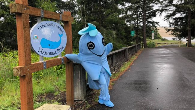 """アメリカで「爆発クジラ記念公園」というヘンな名前の施設が誕生! 50年前の""""肉の雨事件""""がキッカケに"""