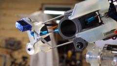 髪を自動で切ってくれるロボットを作った結果、「予想外の髪型」に…の画像 2/11
