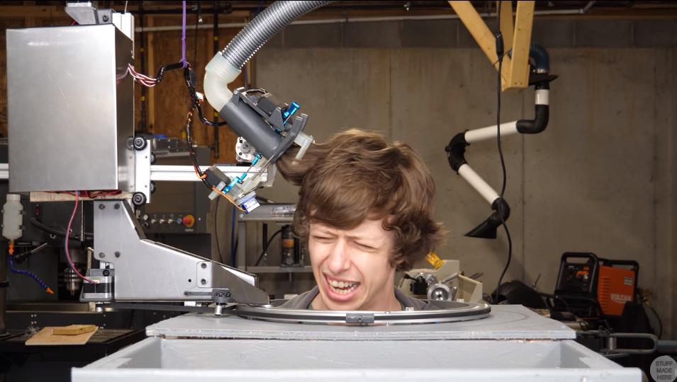 髪を自動で切ってくれるロボットを作った結果、「予想外の髪型」に…の画像 1/11