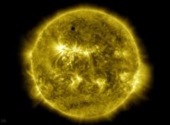 1時間で「10年間の太陽の動きを見られるタイムラプス」が公開される(NASA)の画像 1/4