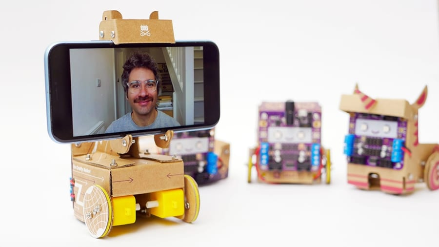 """ビデオ通話者が""""リモート操作できる""""ロボットを開発! ダンボールを素材に低価格を実現"""