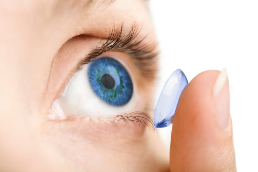子供の視力低下に「遠近両用コンタクト」が予防効果があると判明