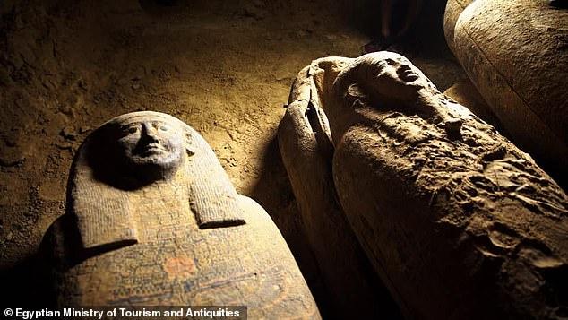 """2500年前の「古代エジプトの棺」を新たに13基発掘!墓荒らしにあわず""""完全密封された""""状態で発見"""