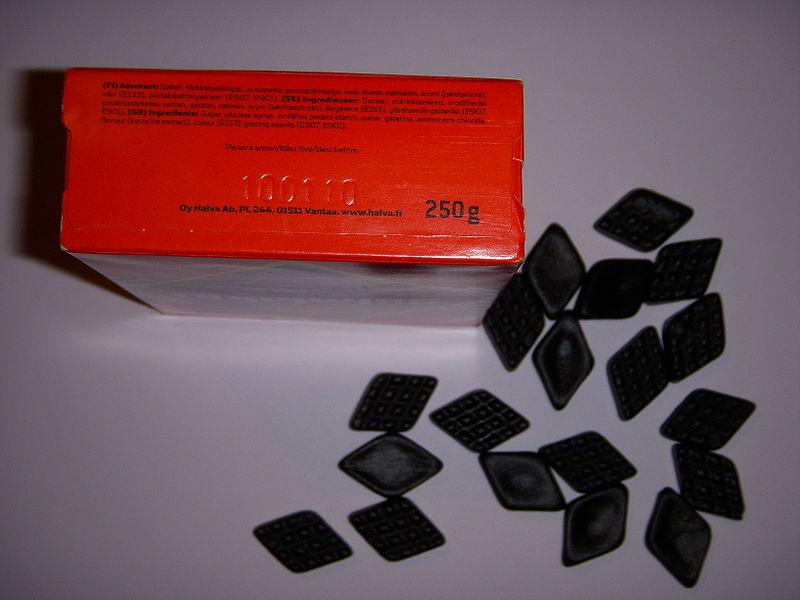 サルミアッキ(塩化アンモニウムとリコリスのキャンディ)