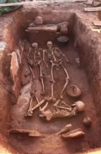 遺骨と埋葬品
