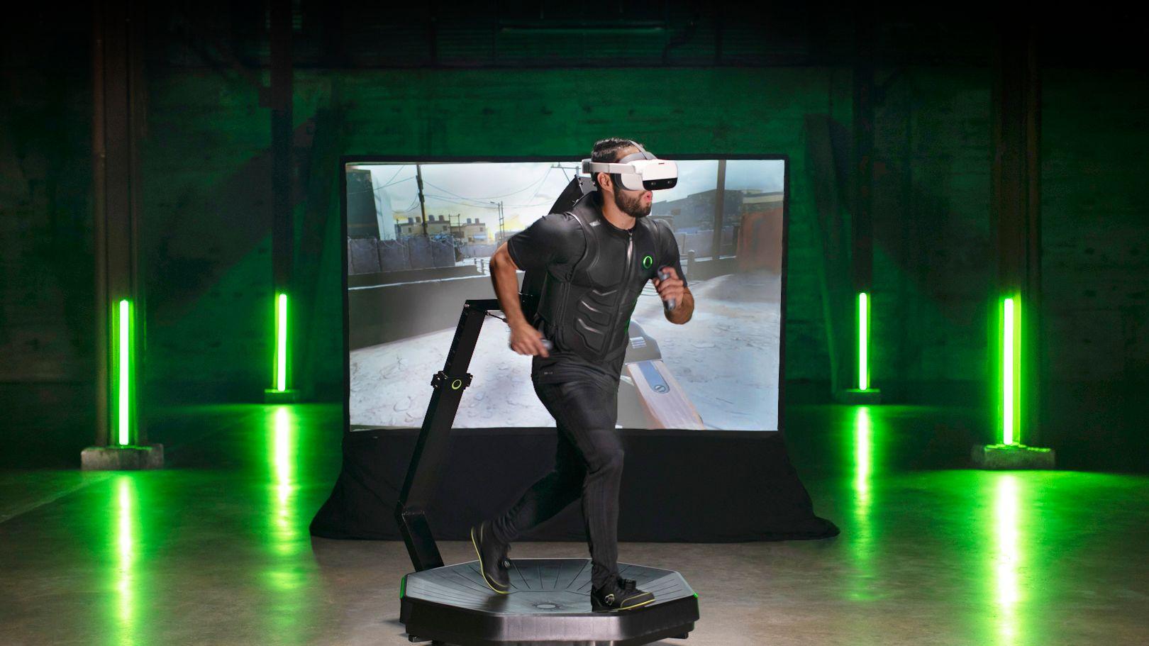 歩いて走れる家庭用VRゲーム機「Omini One」