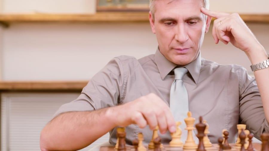 """""""脳のパフォーマンスは35から45歳がピーク""""だと判明、チェスの試合を分析した結果"""