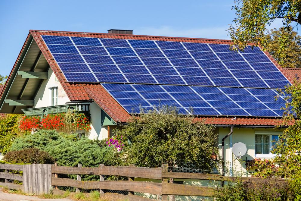 ソーラーパネルの普及には効率上昇が不可欠