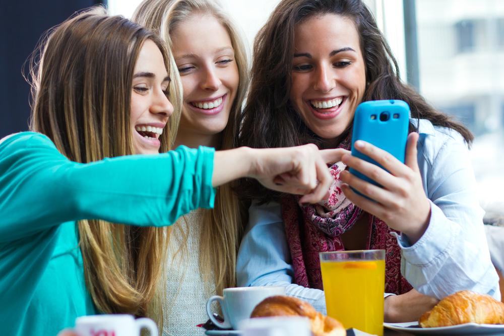 スマートフォンを初めヒトの触れるものに、ウィルスは長期間滞在する。