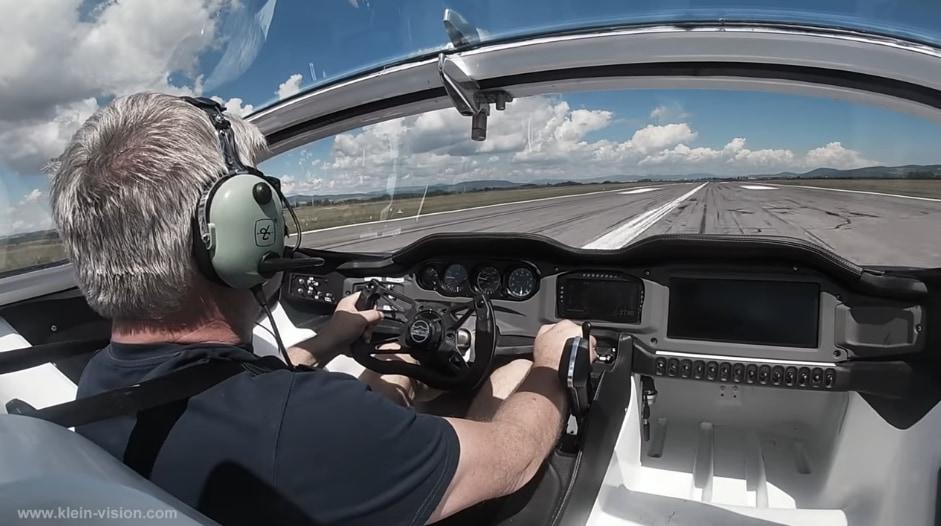 AirCarの運転席