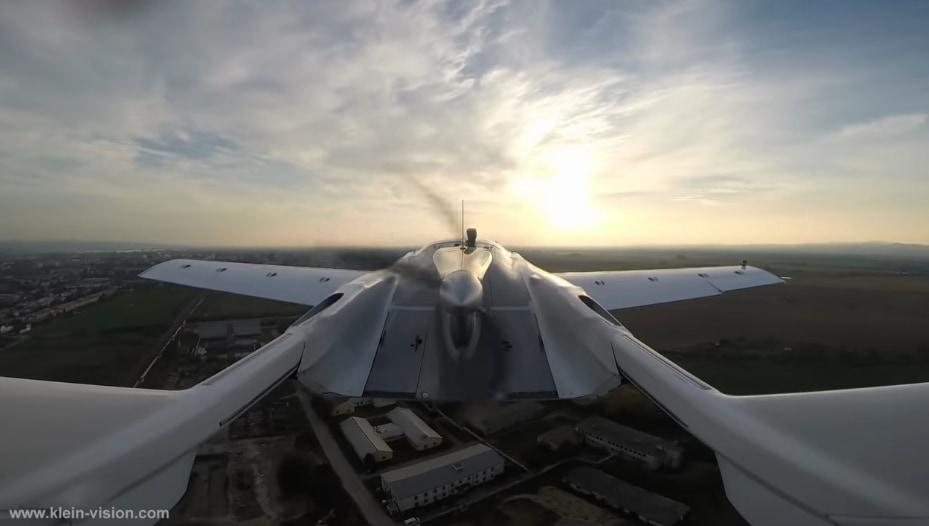 後部にはプロペラが付いている。安定した飛行が可能