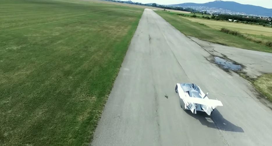 飛行するには300の滑走路が必要