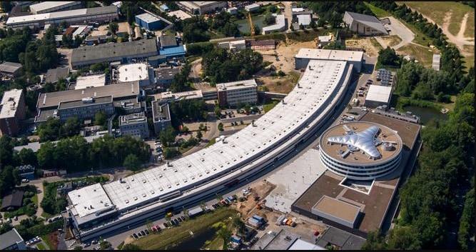 ドイツ・ハンブルクにある粒子加速器ドイツ電子シンクロトロンのX線実験施設PETRAⅢ。