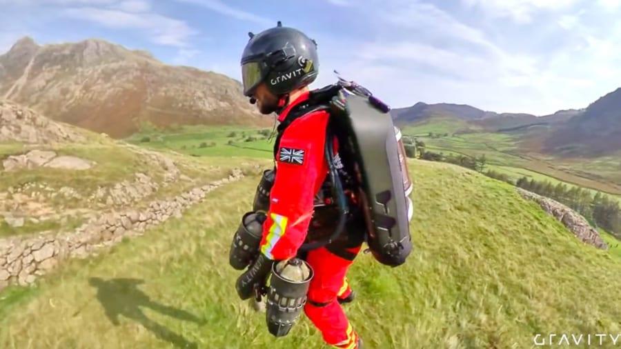 まるでアイアンマン。「ジェットスーツ」による人命救助のテスト飛行に成功!