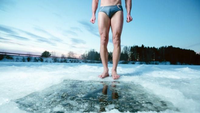 """世界初、""""寒中水泳""""をする人から「認知症を予防するタンパク質」を検出!"""