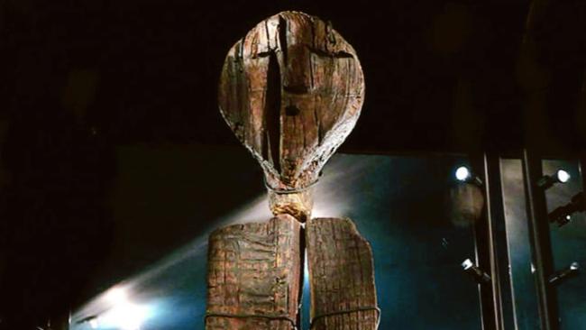 """""""ビーバーの歯で彫られた"""" 世界最古の木彫り像「シギルの偶像」とは"""