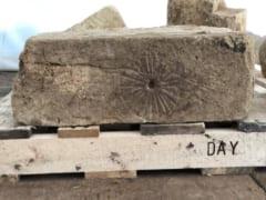 700年前の教会に見つかった「魔女の印」
