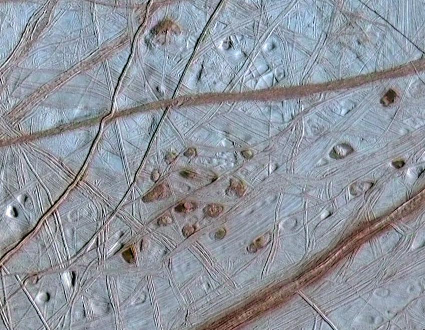 エウロパの表面画像。