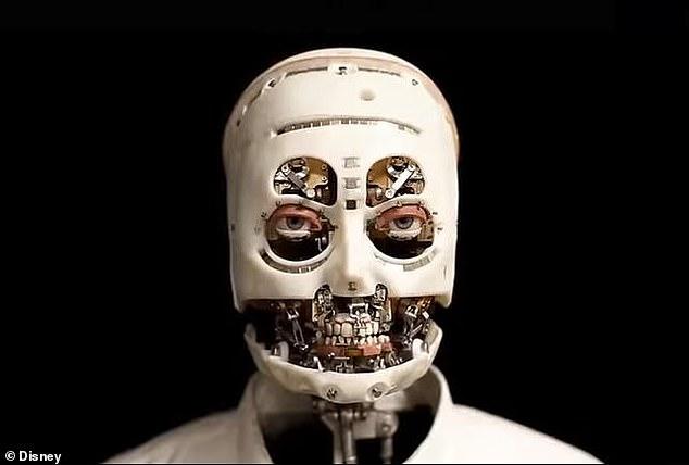 新しく開発された人工皮膚に覆われていないロボット