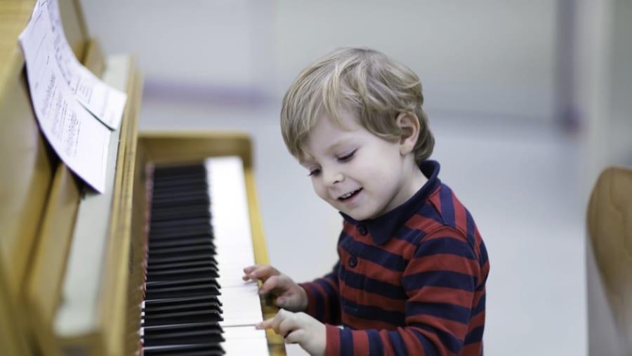 「音楽」をする子どもは認知機能が高いことを実証、音楽トレーニングはADHDにも効果的