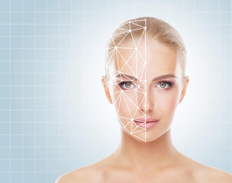 スーパーレコグナイザーは状況によっては顔識別システムよりも優れた能力を見せる。