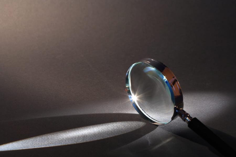 虫眼鏡は光を屈折させて集める