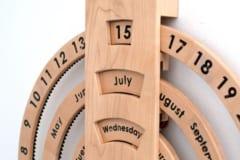 3つのリングが回転するカレンダー「Automated Perpetual Calendar」