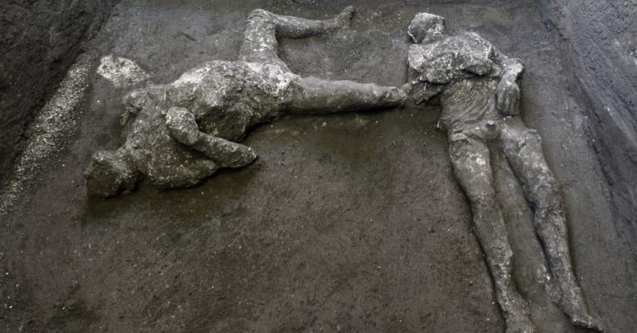 ポンペイ遺跡で男性2人の遺体を発見!主人と召使いか
