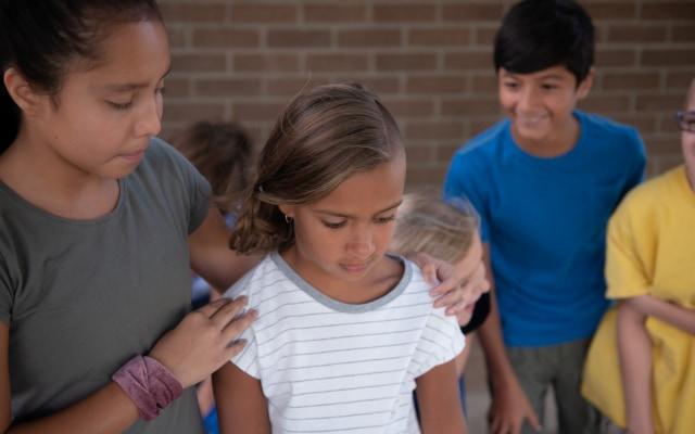 泣いている子に対する反応は人によってもいろいろ違う。