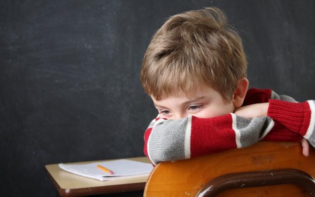 ADHDの子どもは家庭や学校の生活にうまく適合できず悩みを抱えることが多い。
