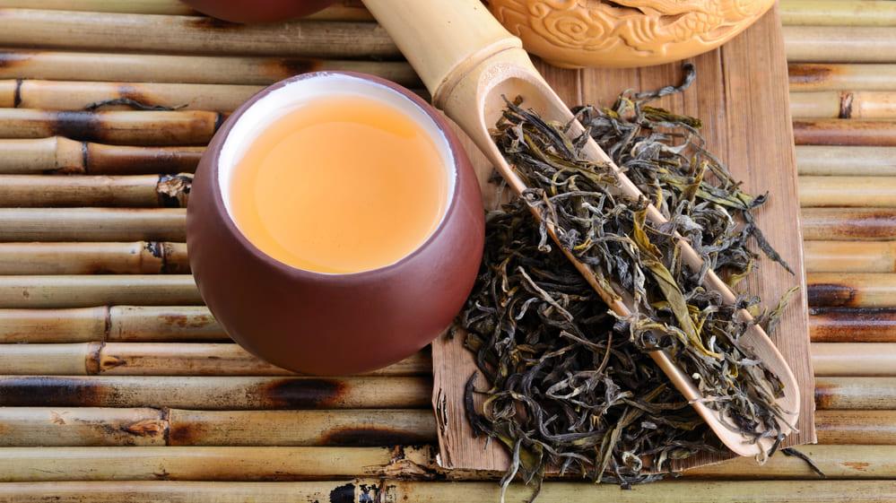 烏龍茶を飲むと睡眠時の脂肪燃焼が促進される
