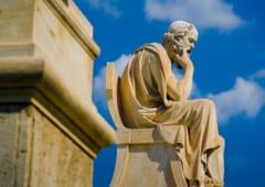 考えるギリシャの哲学者。ソクラテス以降の哲学者たちは地球が丸いということを理解していた。
