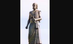 サモス島のアリスタルコスの像。