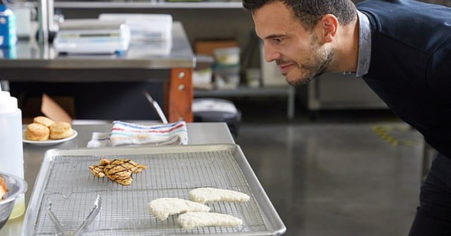 世界初、細胞からつくる「人工鶏肉」の販売がシンガポールで決定!