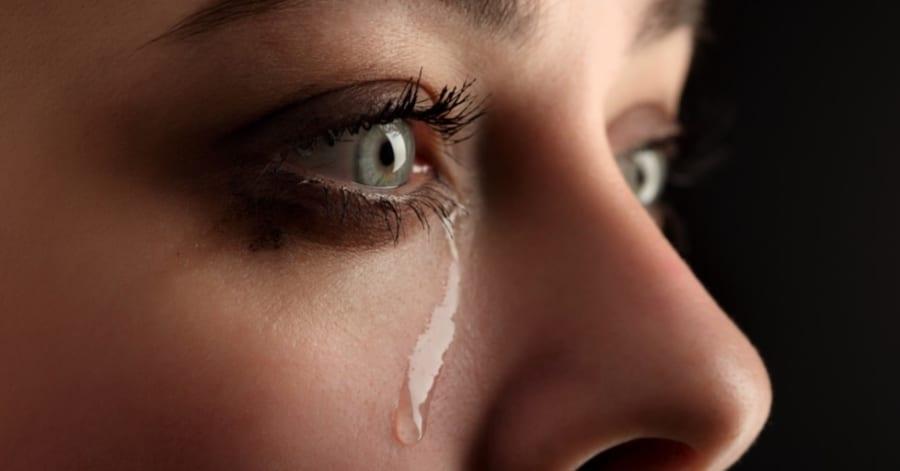 涙には人の視線を惹きつけて「共感を呼ぶ効果」があった