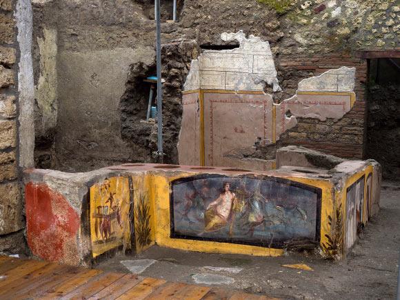 女神を描いたフレスコ画