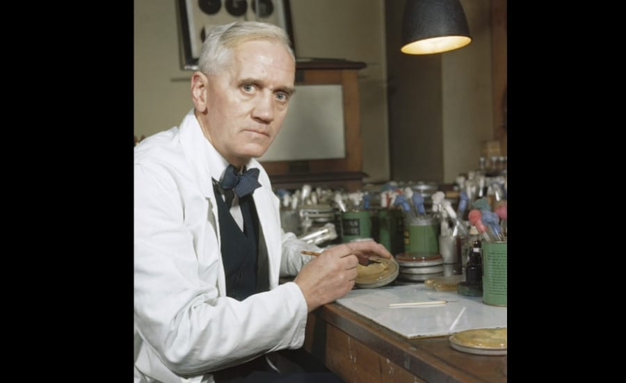 ペニシリンの発見者、アレクサンダー・フレミング。