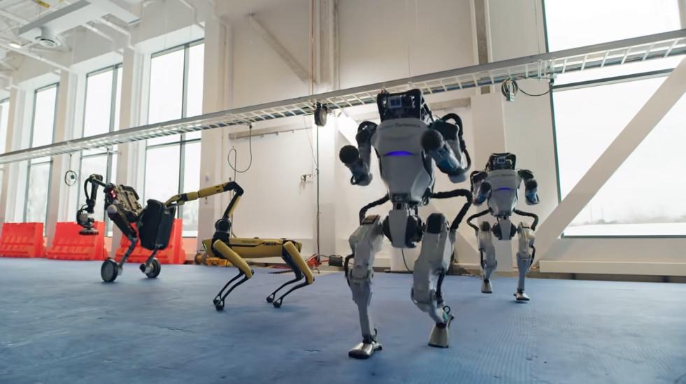 ダンスするボストン・ダイナミクスのロボットたち