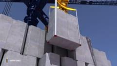 クレーンがブロックを降ろす時に発電できる
