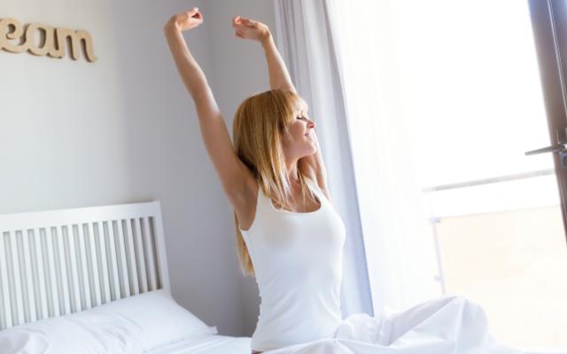 朝日で1日の始まりを感じるのは体内時計の作用。