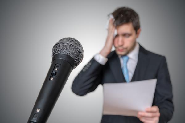 声が信頼性に影響している。