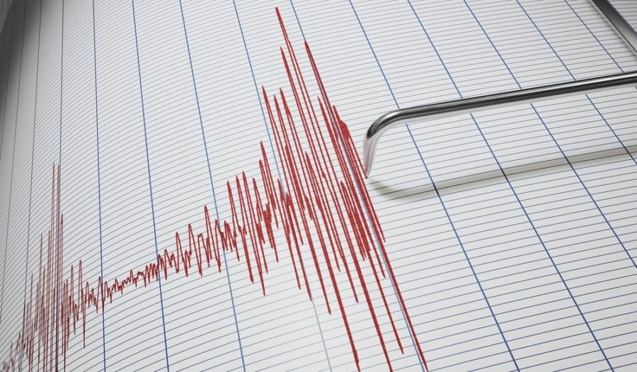 ケーブルの圧力やひずみの変化から地震を検知