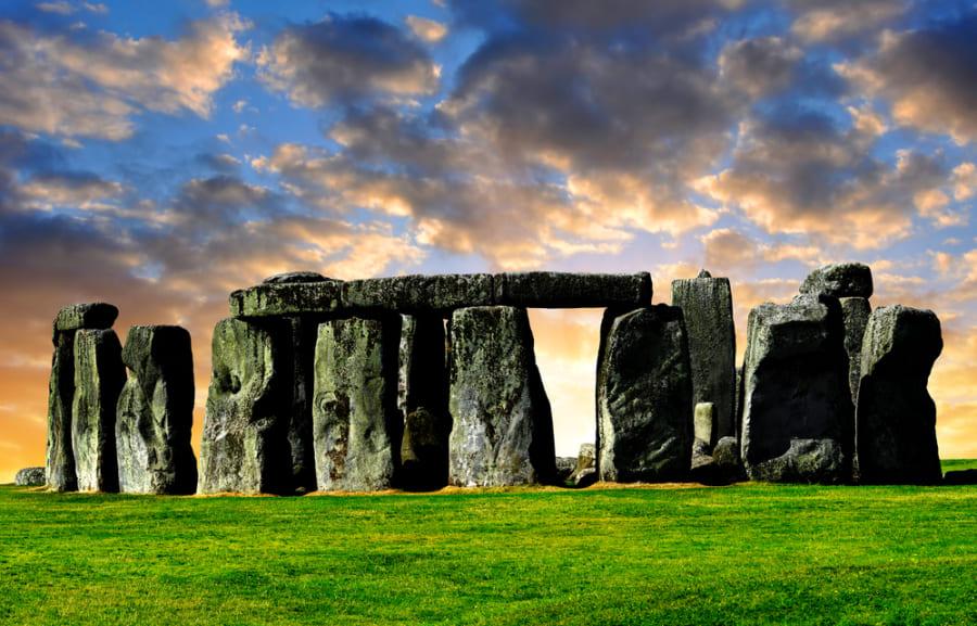 ストーンヘンジには「中古の石」が使われていた? 別の建造物を解体して、使い回した可能性が浮上