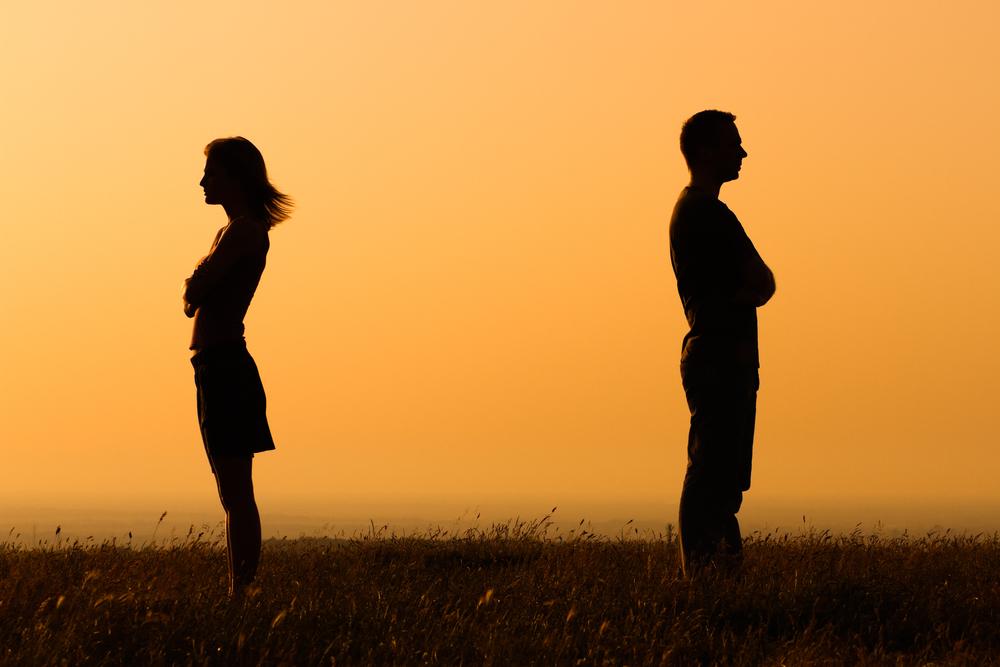 人は離婚の3ヵ月前から代名詞を多用する